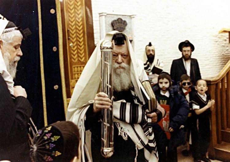 """כ""""ג סיון - סופרי המלך כותבים בהוראת כל יהודי"""