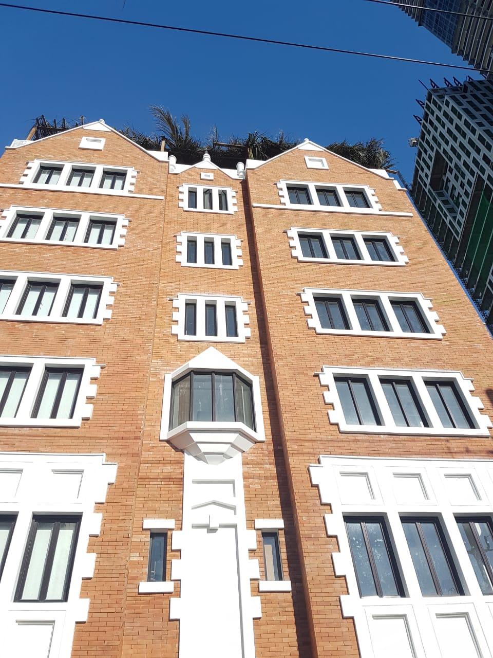 מעל גג הבניין - סכך הסוכה