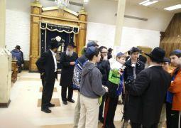 המבקרים משיקגו פגשו את השליח הרב טורין ב770