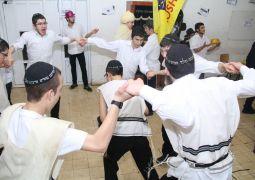 ריקודי פורים קטן בישיבה קטנה בנצרת עילית